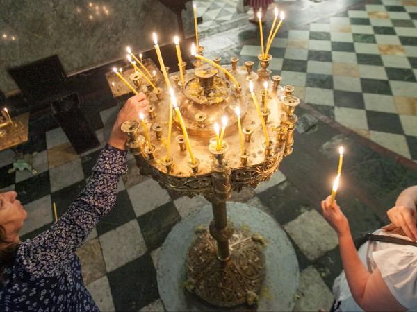 Християните почитат днес празника Въведение Богородично, който в църковните песнопения