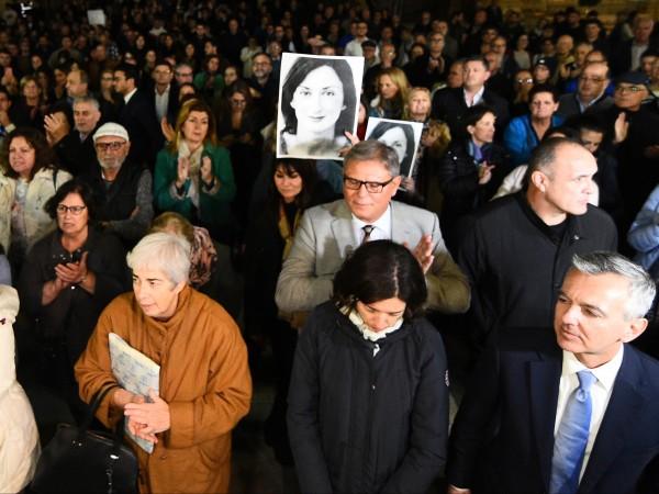 Стотици хора се събраха вчера пред парламента на Малта с