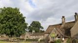 Пачки по улиците в селище в Англия озадачава жителите