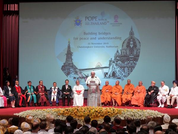 Папа Франциск насърчи днес Католическата църква в преобладаващо будистки Тайланд