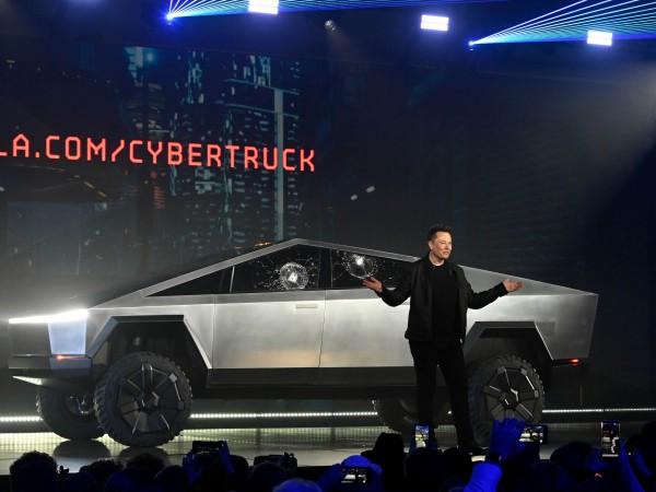 От 6 години изпълнителният директор на Tesla Илон Мъск обещава