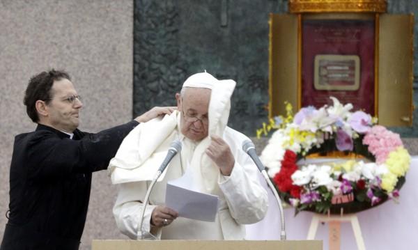 Папата в Нагасаки зове за унощожаване на ядрените оръжия