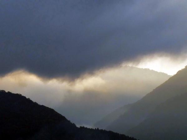 Снимка: Неделя ще е облачна, но топла, с превалявания на много места