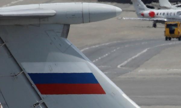 Самолет кацна аварийно в Русия, вторият пилот почина
