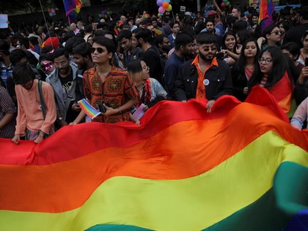 Снимка: Лесбийски, гейове, бисексуални... пъстро шествие в Делхи