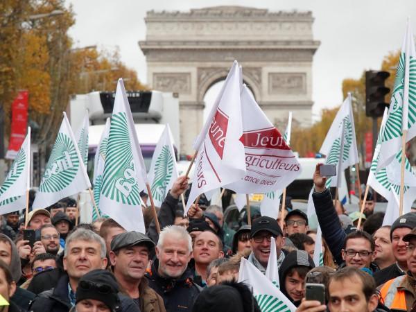 Тази сутрин стотици фермери се появиха в Париж с над
