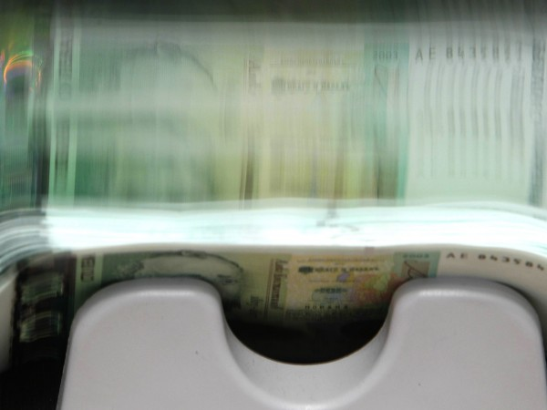 Банкова служителка си е присвоила 1 млн. лева от сметки