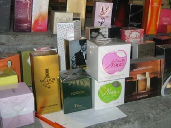 Митнически служители откриха и задържаха 352 опаковки парфюми в товарен
