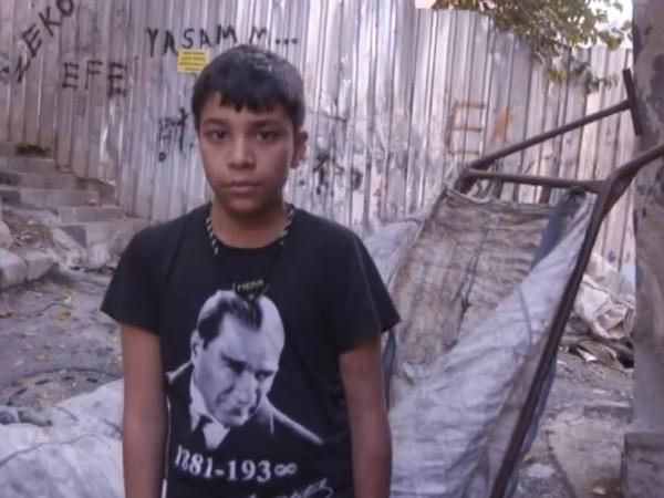 14-годишният Месут живее в Истанбул и работи всеки ден. В