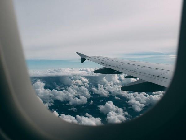 Пътничка по аеролинията Пенсакола-Маями симулира пристъп и предизвика аварийно кацане