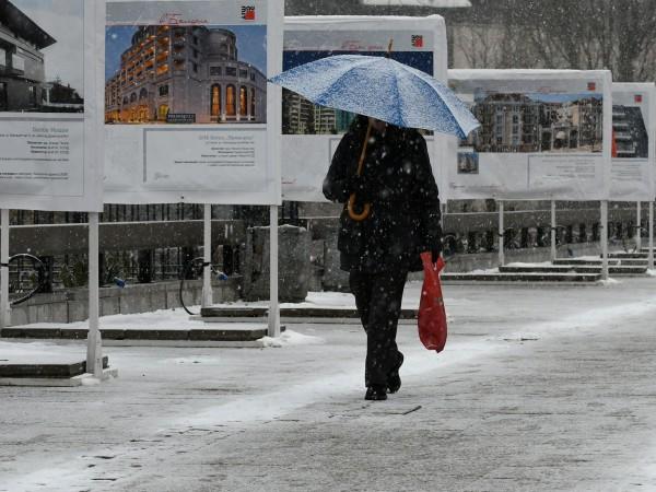 Зимен ден ни очаква днес - ще е облачно и