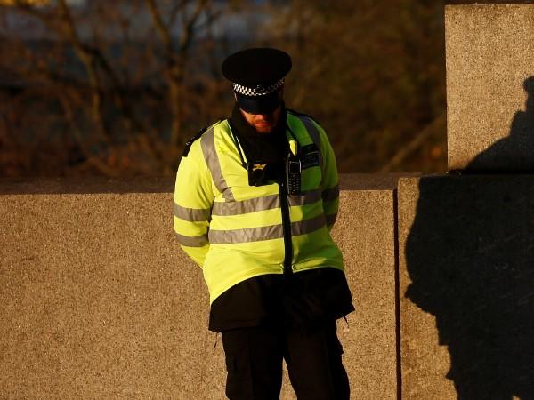 Снимка: Кола помете група хора в Лондон, загина 12- годишно дете