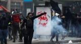 Протест по френски: Счупени витрини, запалено ремарке