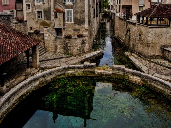 Още от Средновековието красивите тюркоазени води на извора The Fosse