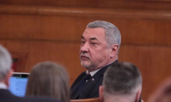 Валери Симеонов иска: Таван на субсидиите за партиите