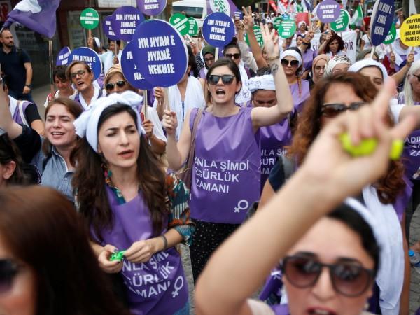 Най-малко 430 жени са били убити в Турция от началото