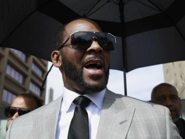 Федерален прокурори обвиниха певеца Ар Кели, че е уредил да