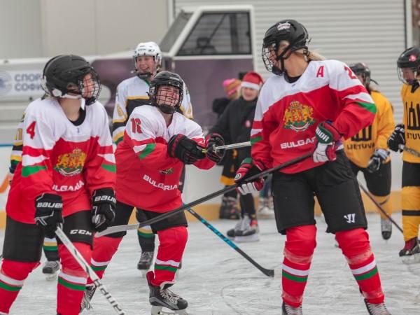 Столичният кмет Йорданка Фандъкова откри новия сезон на ледената пързалка.
