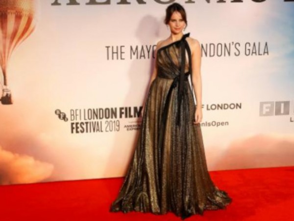 Актрисата Фелисити Джоунс е бременна. Тя се появи с наедряло