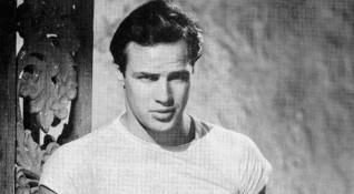 Марлон Брандо – джендър флуиден, но предпочитал жени