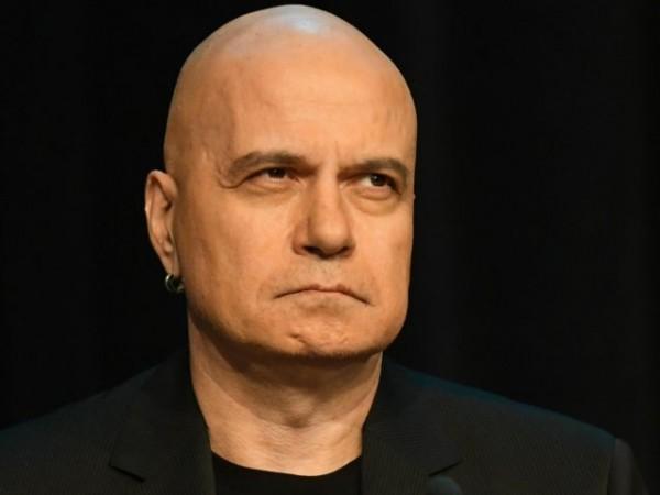 """Шоуменът Слави Трифонов определи като """"измислена причина"""" решението на Софийския"""