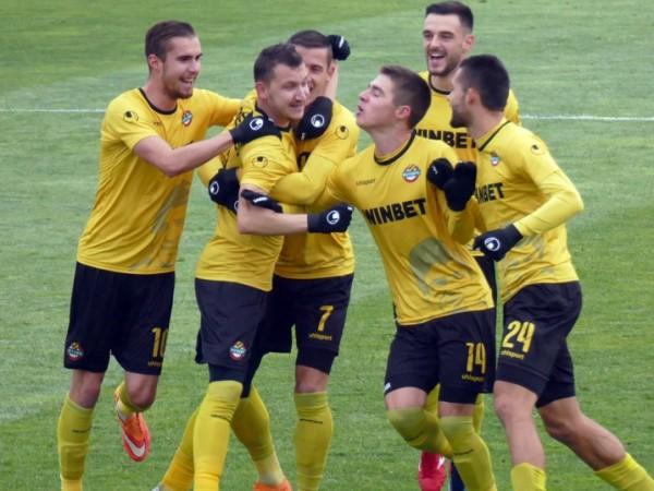 Ботев Пловдив победи Берое с 3:1 в интересен мач от
