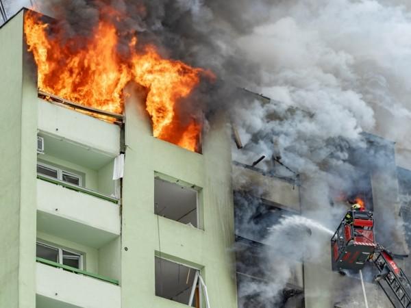 Най-малко седем души загинаха и над 40 бяха ранени при