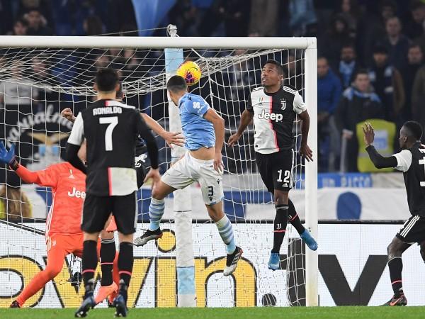 Лацио нанесе първото поражение на италианския шампион Ювентус през този