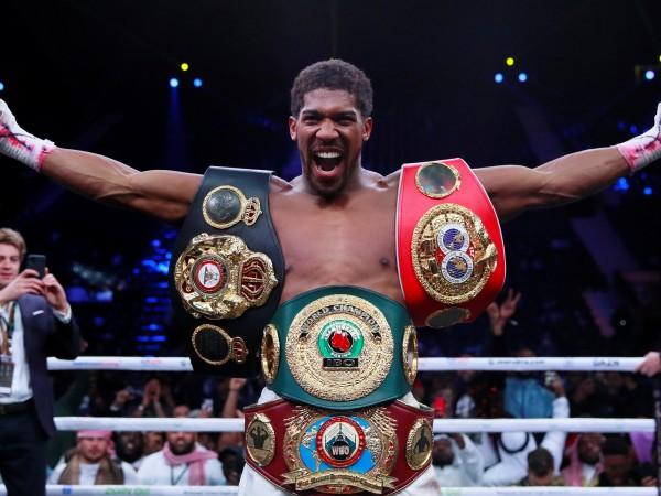 Антъни Джошуа си върна шампионските пояси във версии IBF, WBA