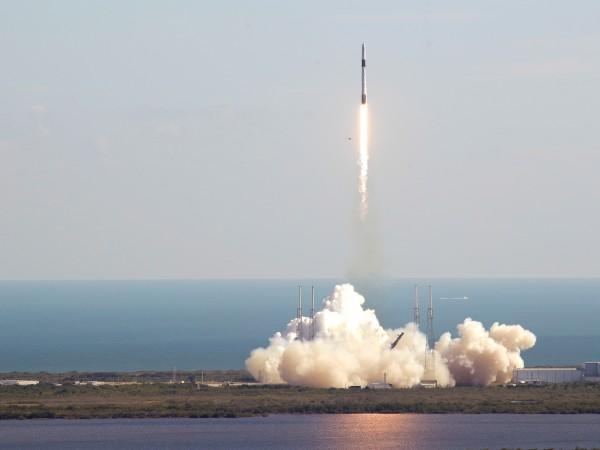 """Товарният кораб """"Дракон"""" беше прехванат от Международната космическа станция /МКС/,"""