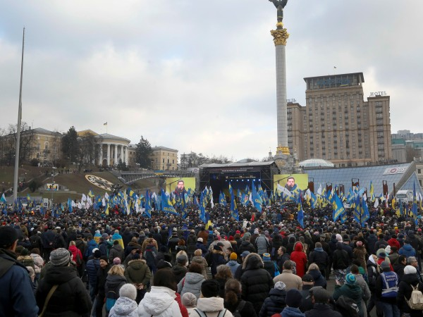 Около 5000 души на демонстрация в Киев призоваха украинския президент