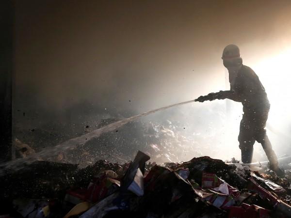 43 души загинаха при голям пожар във фабрика в Ню