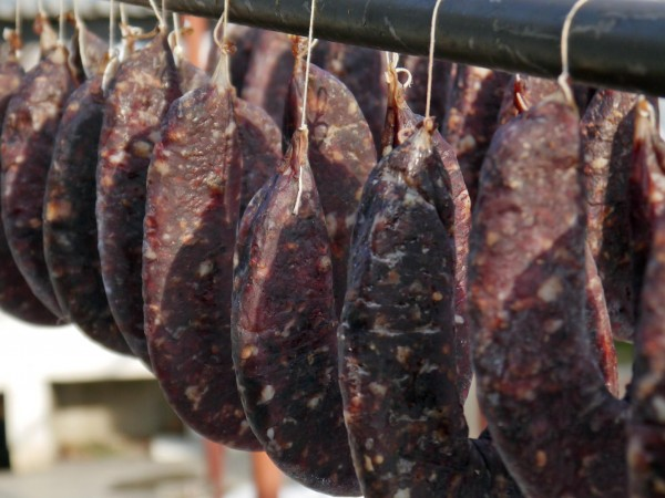 Търговци продават колбаси и месо в интернет без никакъв контрол,