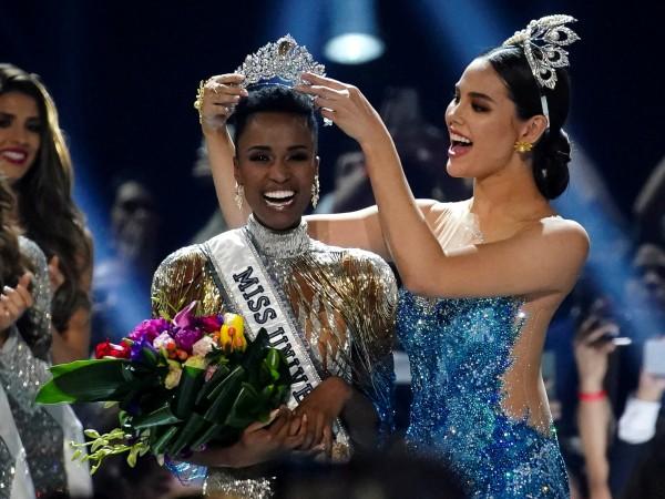 """Зозибини Тунзи, носителка на титлата """"Мис Южна Африка"""", спечели короната"""
