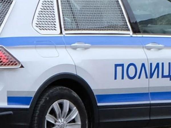Полицаи разследват кражба на пари и злато от заложна къща