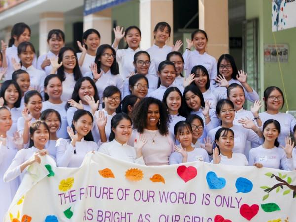 Бившата първа дама на САЩ Мишел Обама пристигна във Виетнам,