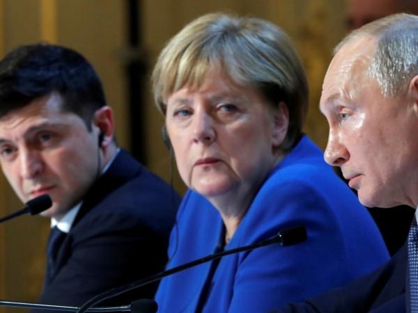Президентите на Русия и Украйна Владимир Путин и Володимир Зеленски