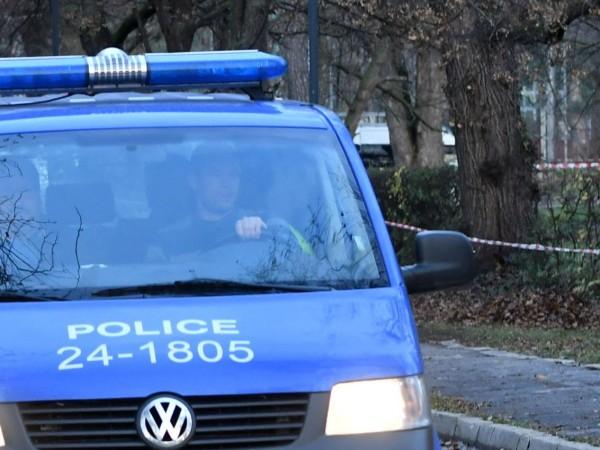 Конфликт между съседи в Добрич завърши с мъж в болница.