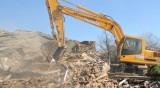 "Багери влязоха в ""Арман махала"" в Пловдив, бутат незаконни къщи"