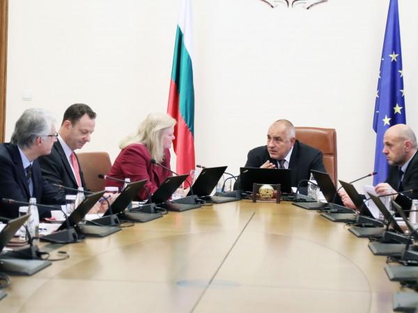 Премиерът Бойко Борисов коментира, че идват трудни моменти за въглищните
