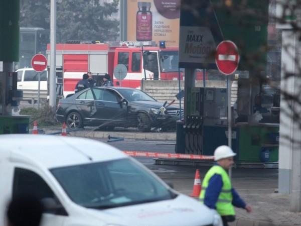 """Снимка: Няма опасност за хората около бензиностанцията на """"Цариградско"""""""