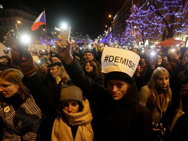 Снимка: Хиляди на протест срещу премиера на Чехия Андрей Бабиш
