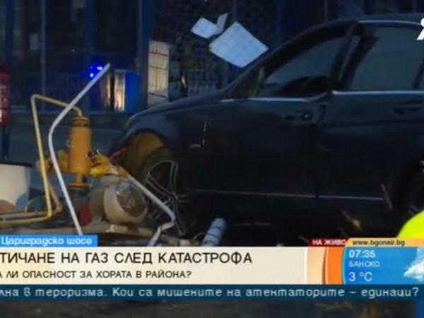 """Бензиностанцията на бул. """"Цариградско шусе"""", в която вчера се вряза"""