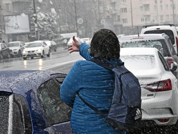 Снимка: Кражби на ключ: Апаши изчезват с колата, докато я чистите от сняг и лед