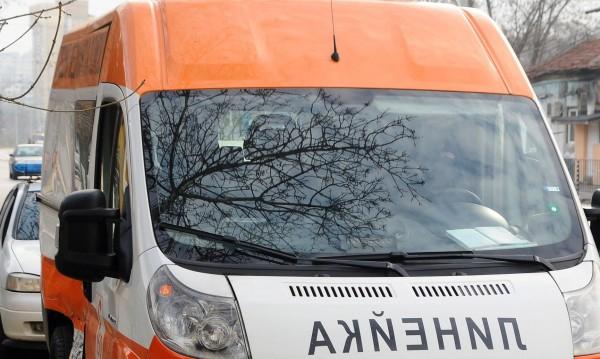 Кола не спря на Стоп в Добрич, мъж с опасност за живота