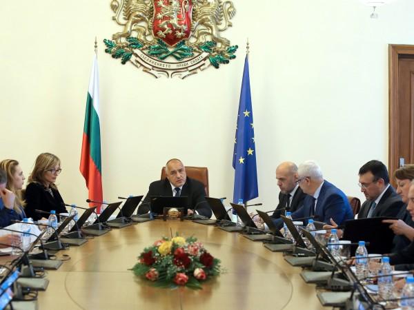 С идването на края на годината, Министерският съвет започна да