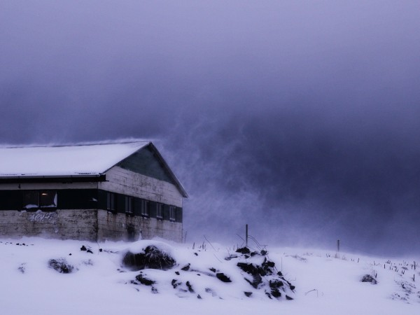 Снежна буря се вихри в Исландия. На повечето места ветровете