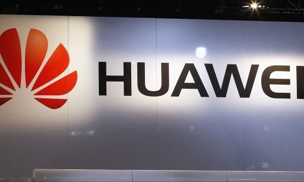 Слуша ли шпионин през твоя телефон? САЩ срещу Huawei