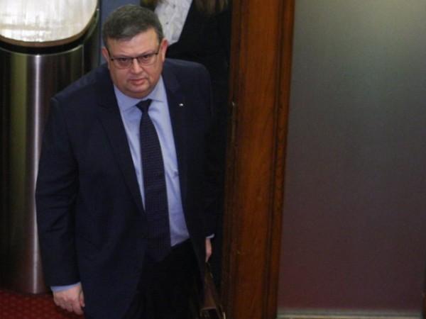Пленумът на ВСС гласува оставката на главния прокурор Сотир Цацаров.