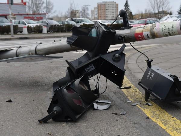 Снимка: Светофар падна в центъра на София